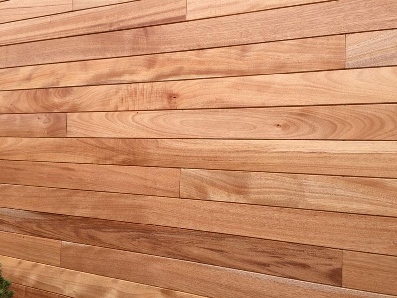Okume drewno